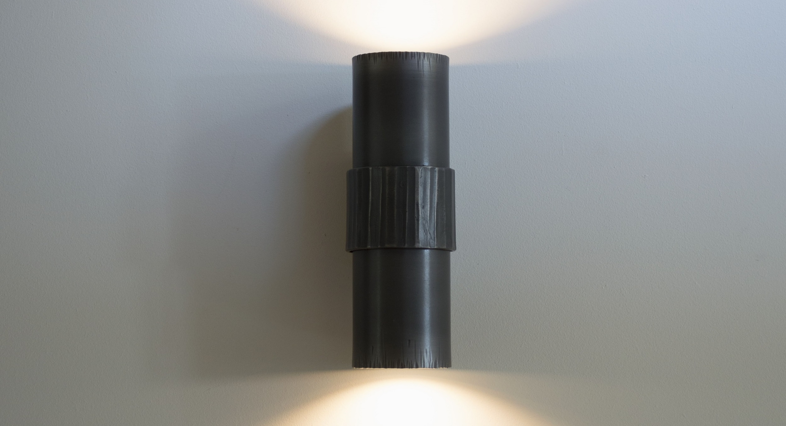 Press release - New up-and-down light is a win-win for wall lighting